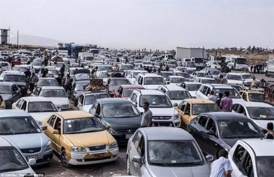 Cars fleeing Sinjar jammed as capacity of roads exceeded. Photo tweeted by Kurdish sources today.