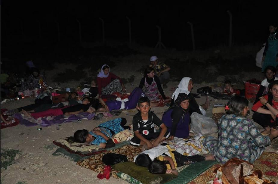 Yazidi refugees from Sinjar sleep on the ground, first night after fleeing - Photo: EzidiPress